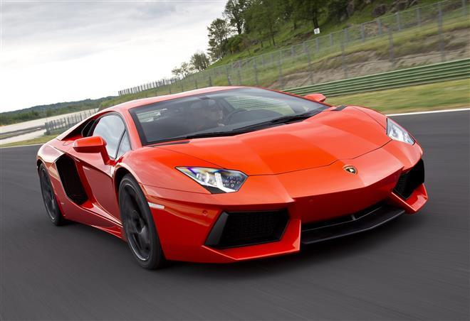 Авентадор – новый боевой бык Lamborghini