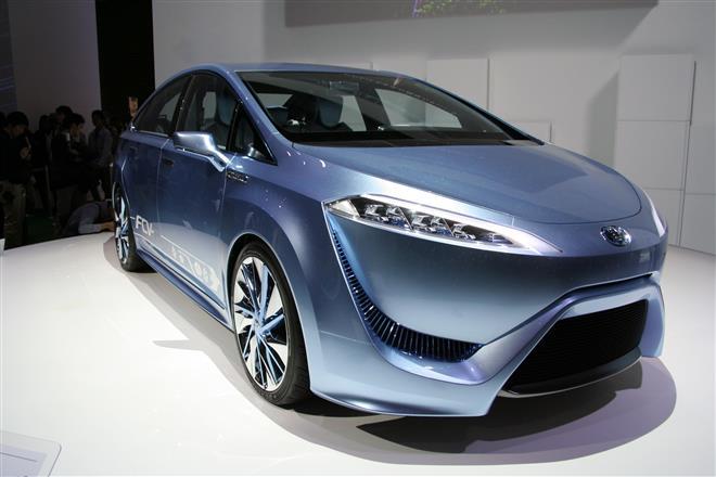 Toyota FCV-R - водородный автомобиль