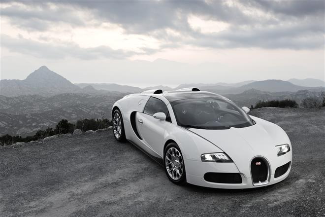 Bugatti представил на автосалоне три эксклюзивных автомобиля Veyron Grand Sport