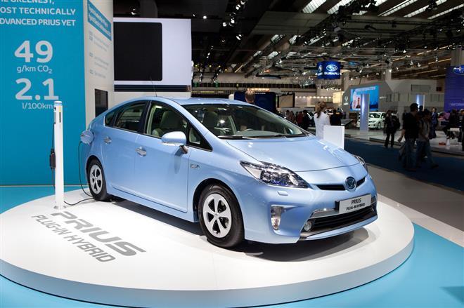Японцы собираются показать самый экономичный гибрид Toyota Aqua