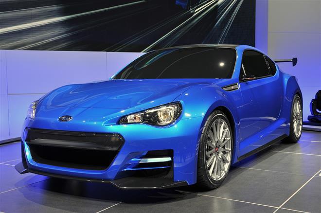 Subaru BRZ STI - спортивный авто ультрамаринового цвета