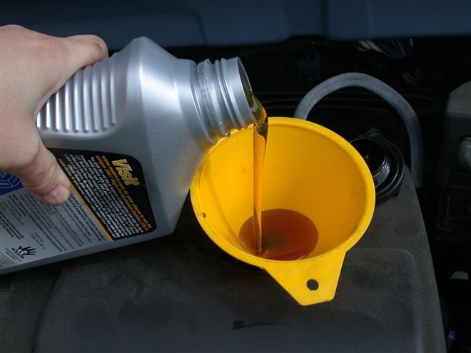 Какое лучше моторное масло и что следует учитывать при выборе?